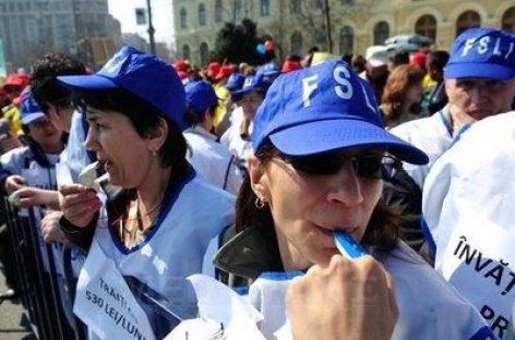 Protestul profesorilor: Se cere demisia Guvernului