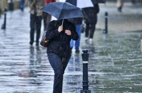Informare meteo: ploi torențiale și descărcări electrice