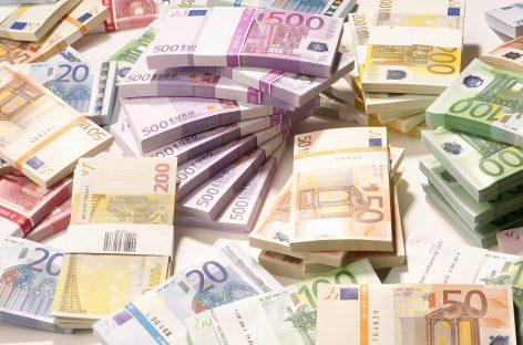 Curs valutar/Un nou maxim pentru euro – 4,5538 lei