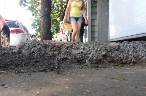"""""""Bucureştiul meu iubit"""". Balada gropii din trotuar"""