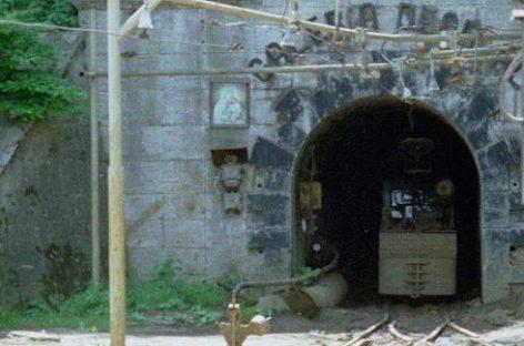 Un mort şi trei răniţi în explozia produsă la mina Uricani