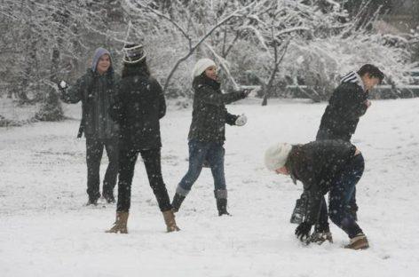 Iarna îşi arată colţii. Ninsori, ger şi viscol în mai toată ţara