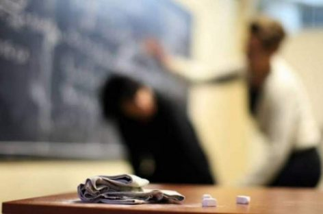 Învăţătoare bătută în faţa părinţilor. Ce solicită sindicatele din Educaţie