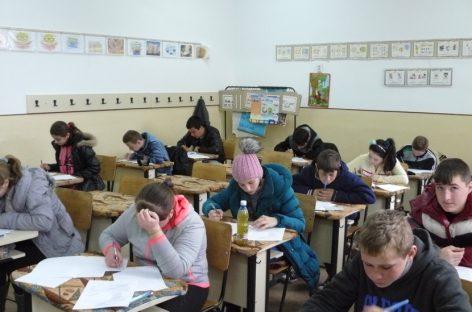 Elevii claselor a VIII-a simulează testele naționale
