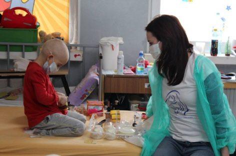 Mărţişoare pentru tratamentul copiilor bolnavi de cancer