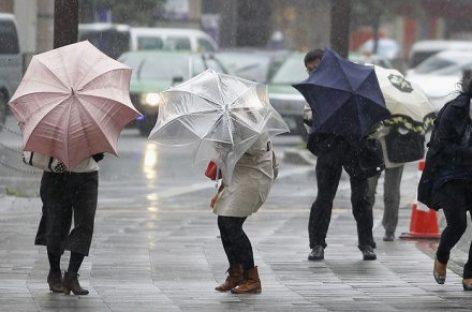 Nu uitați umbrela! După caniculă, ploi și furtuni