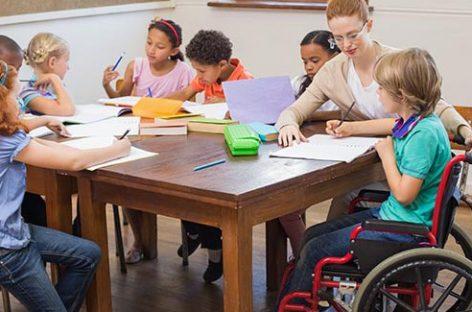 Ajutoarele pentru copiii cu cerinţe educaţionale speciale, plătite de primării