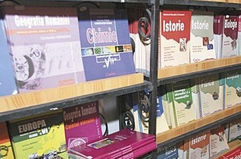 Manualele pentru clasa a V-a, tot mai aproape de elevi