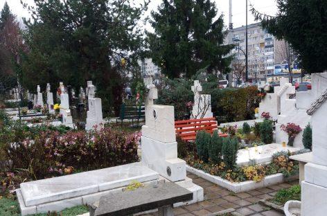 Lecţia de neuitare în cimitirul eroilor revoluţiei din Bucureşti