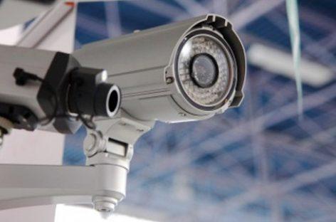 Nebunia Big Brother. Comuna supravegheată video