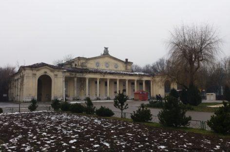 Nesimţire fără margini. Dialog printre ruine, in Parcul Bazilescu