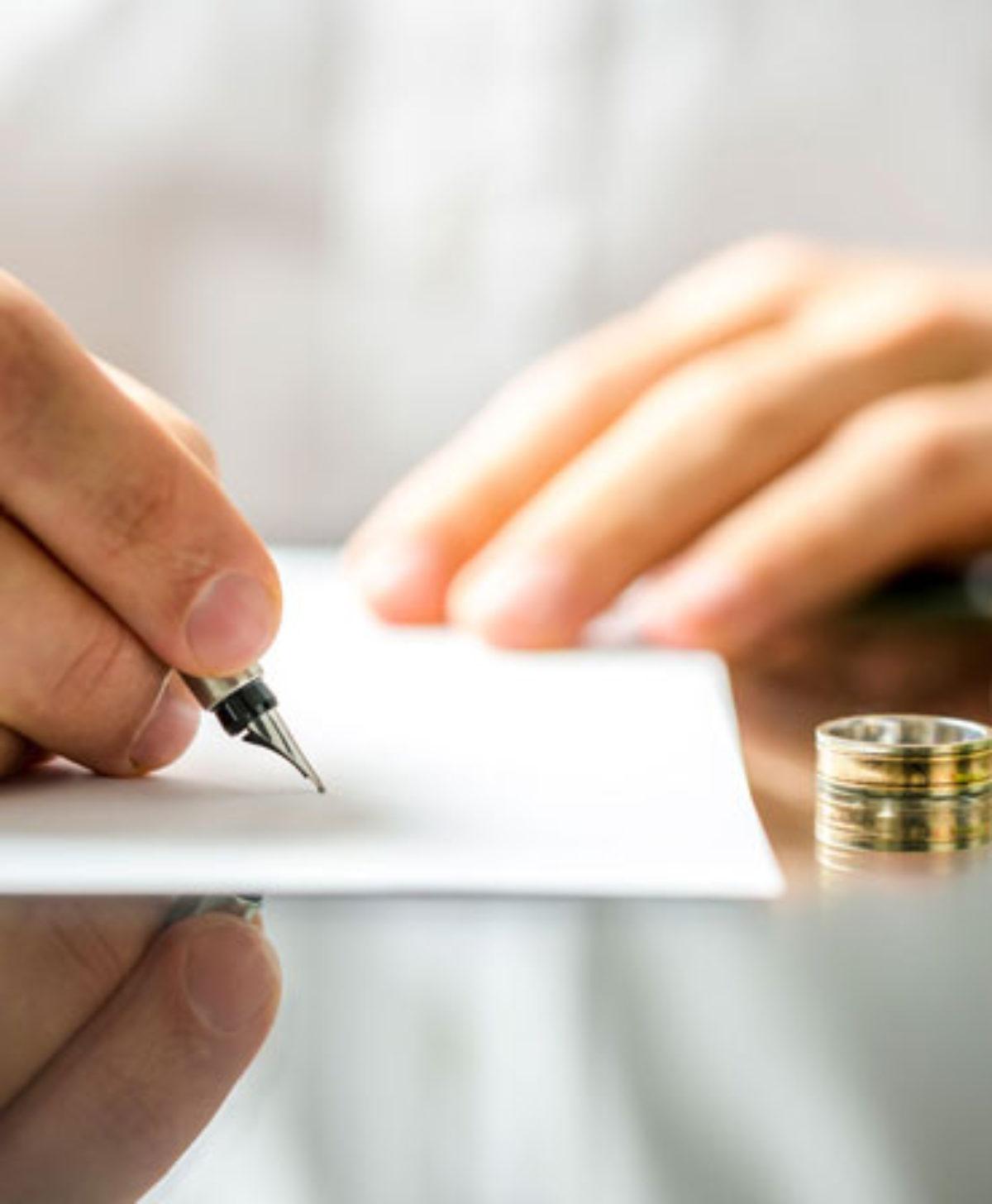 Divorţul la notarul public. Părţile pot fi asistate de avocat